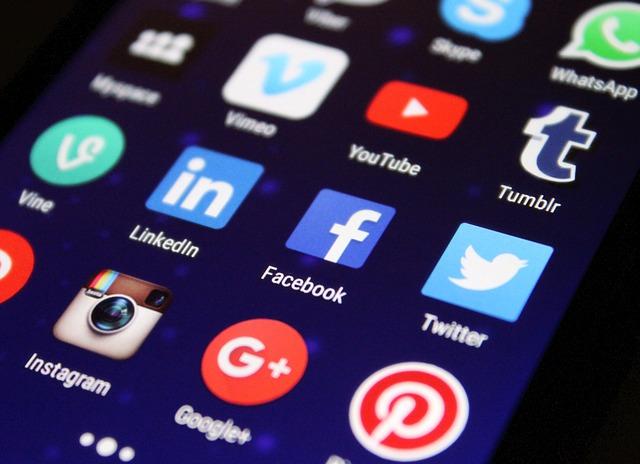 portale dla poszukujących pracy a media społecznościowe